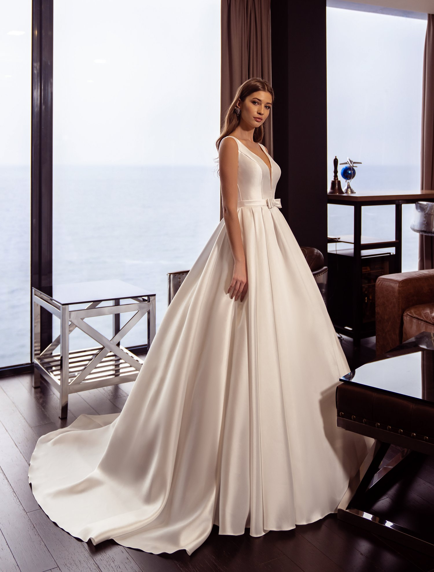 https://voloca-wedding-dresses.com/images/stories/virtuemart/product/VWD-SL24       (1).jpg