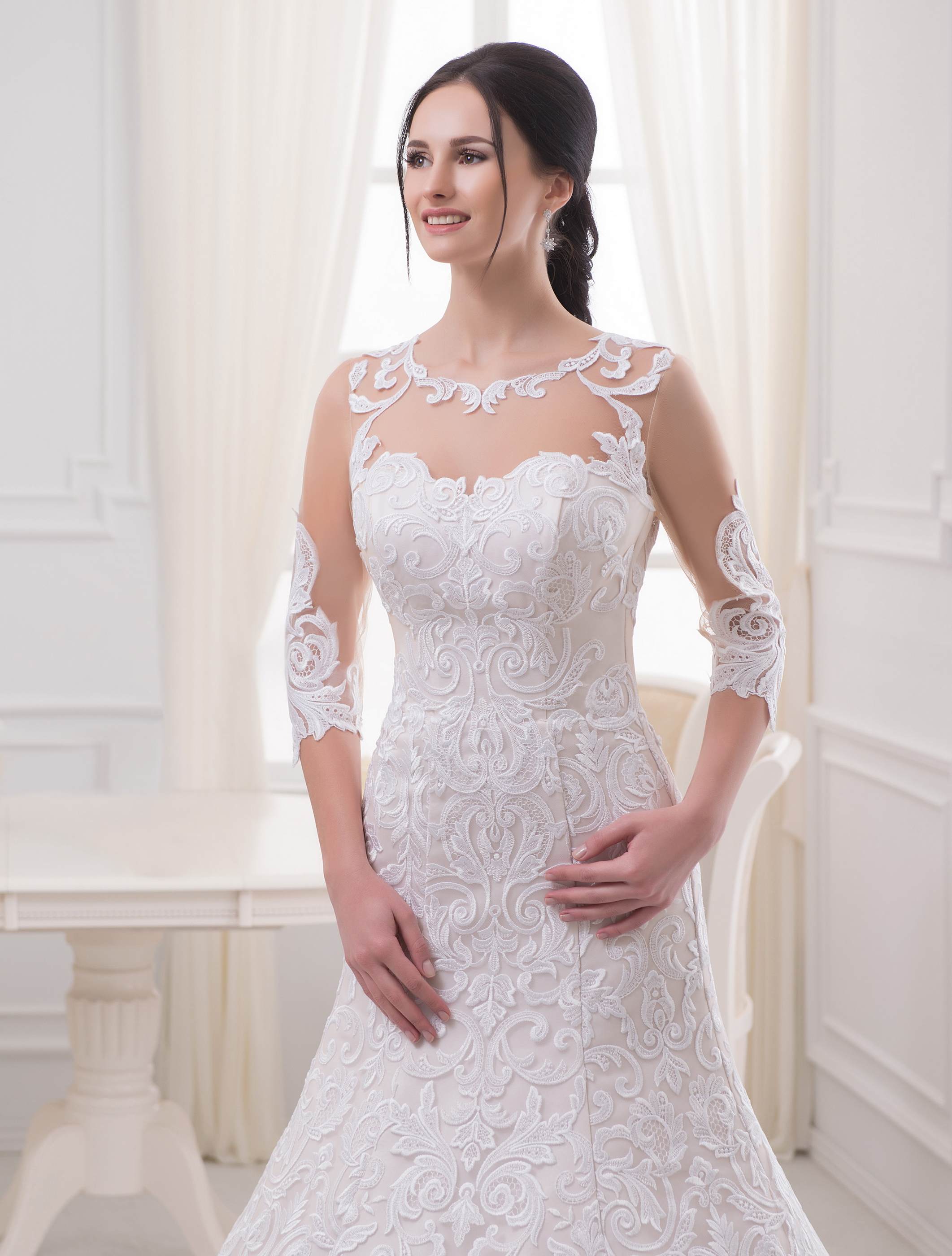https://voloca-wedding-dresses.com/images/stories/virtuemart/product/VWD_EZ_10_a52.jpg