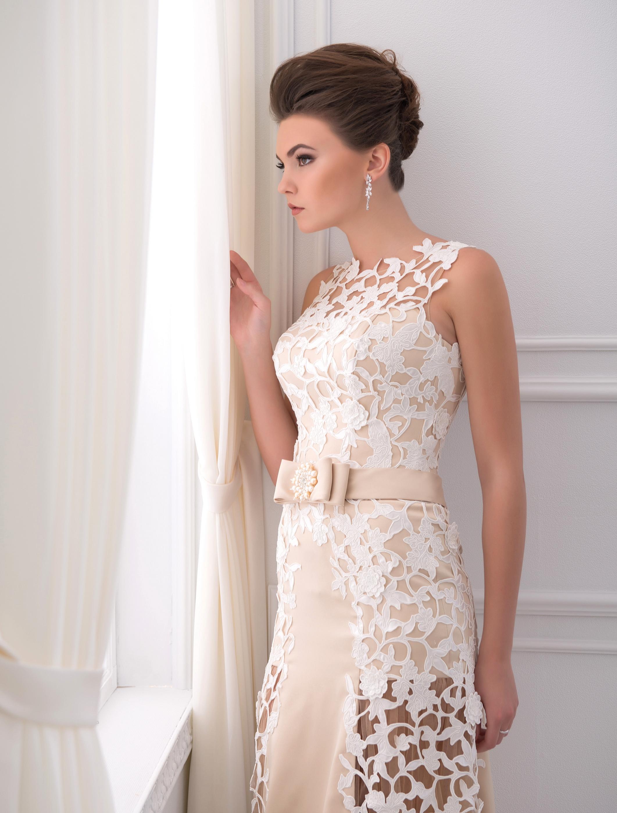 https://voloca-wedding-dresses.com/images/stories/virtuemart/product/VWD_EZ_13_a29.jpg