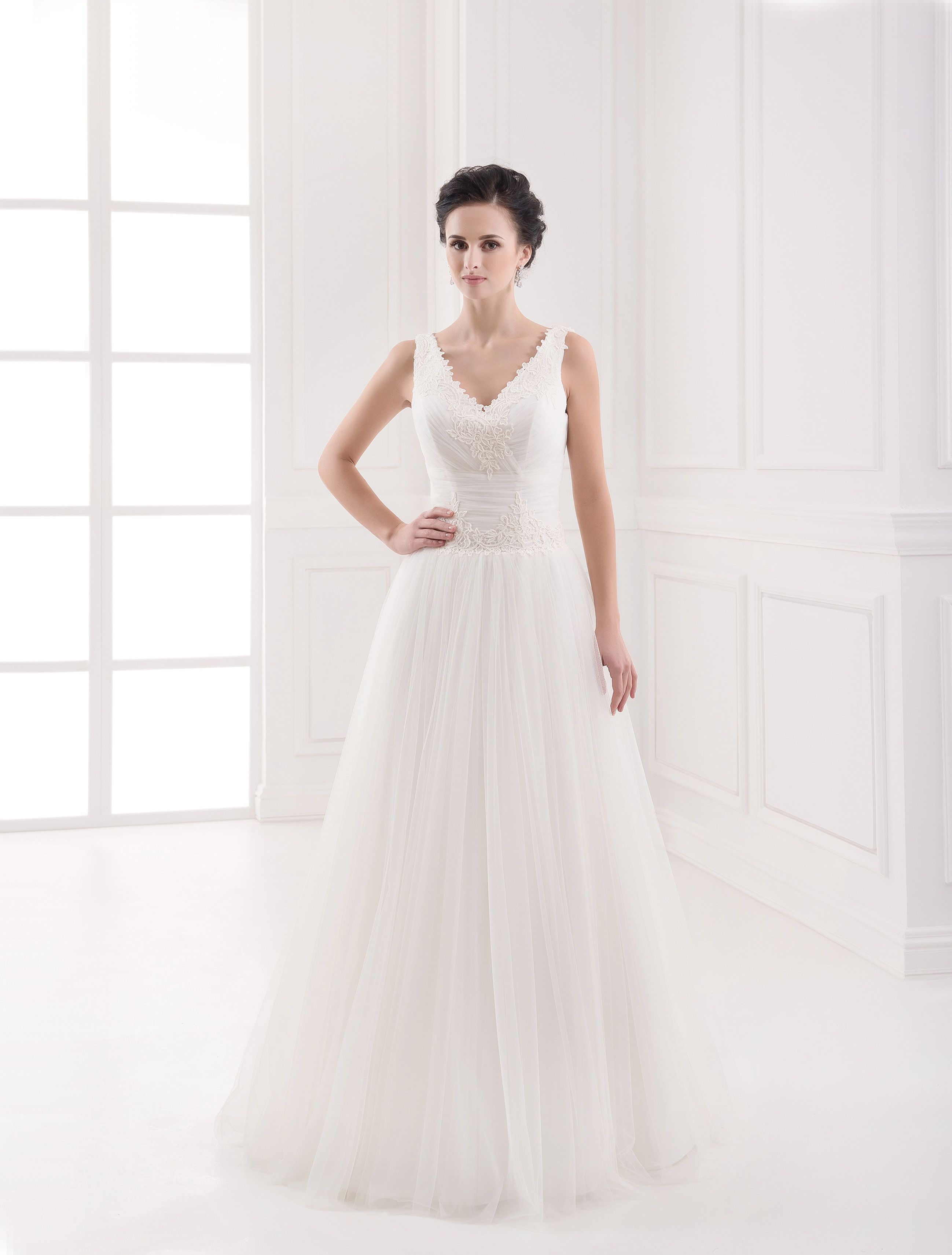 https://voloca-wedding-dresses.com/images/stories/virtuemart/product/VWD_FN_25_a.jpg