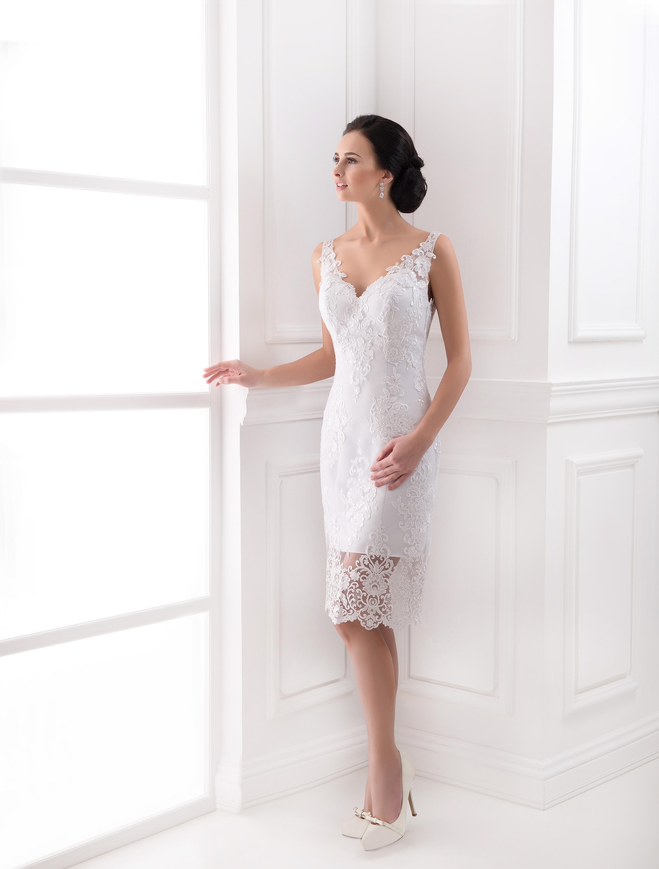 https://voloca-wedding-dresses.com/images/stories/virtuemart/product/VWD_FN_30_a43.jpg
