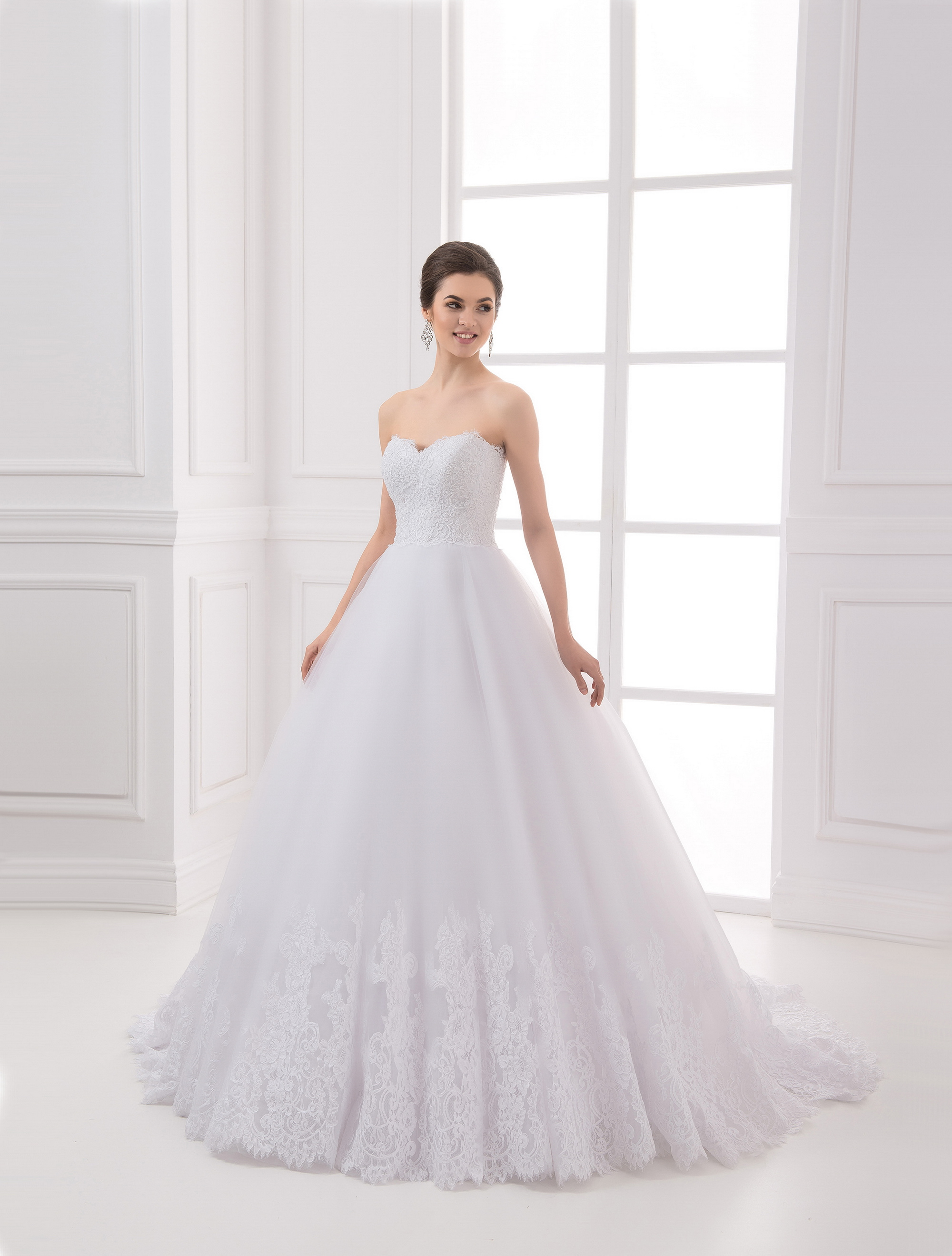 https://voloca-wedding-dresses.com/images/stories/virtuemart/product/VWD_IP_04_a.jpg
