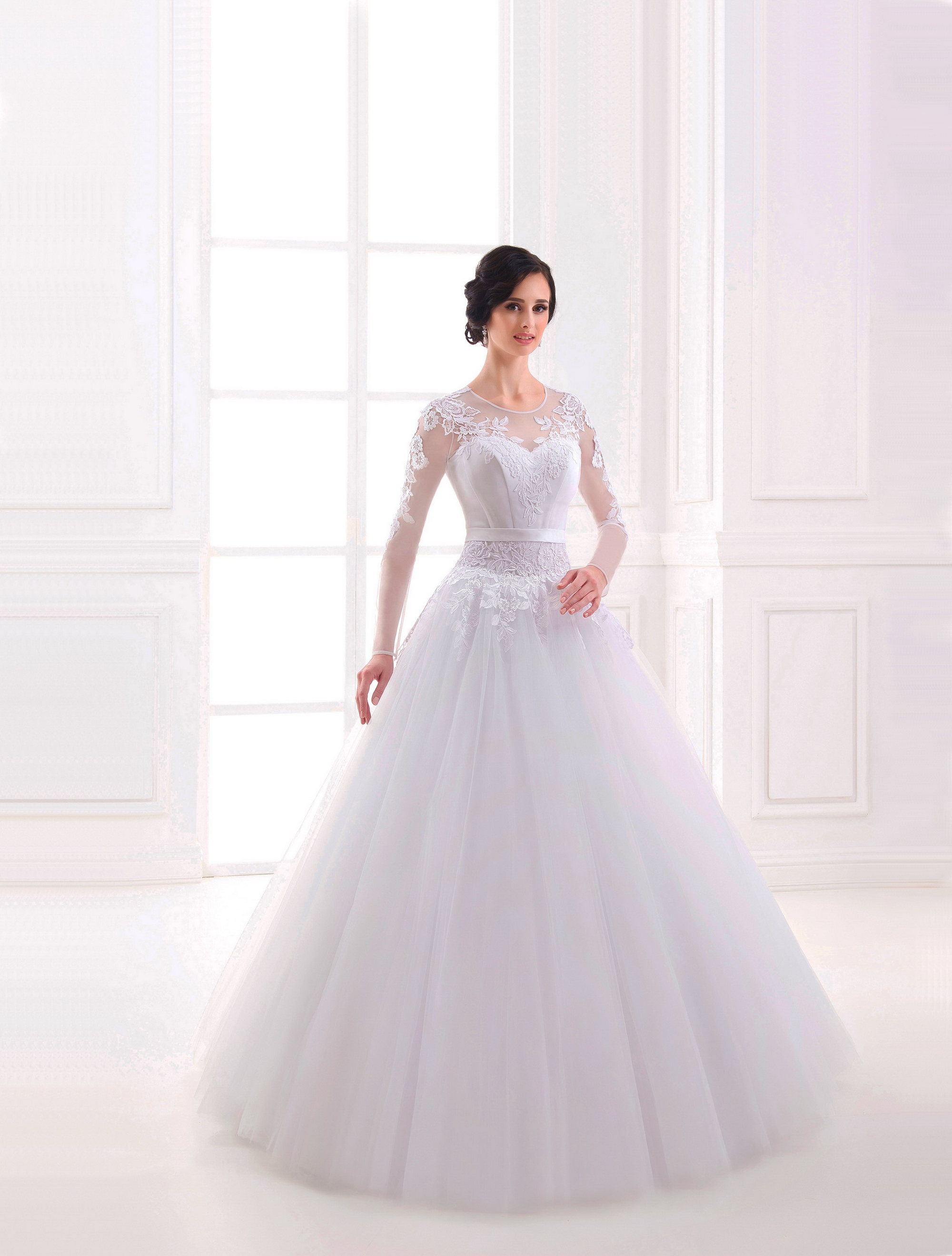 https://voloca-wedding-dresses.com/images/stories/virtuemart/product/VWD_IP_09_a.jpg