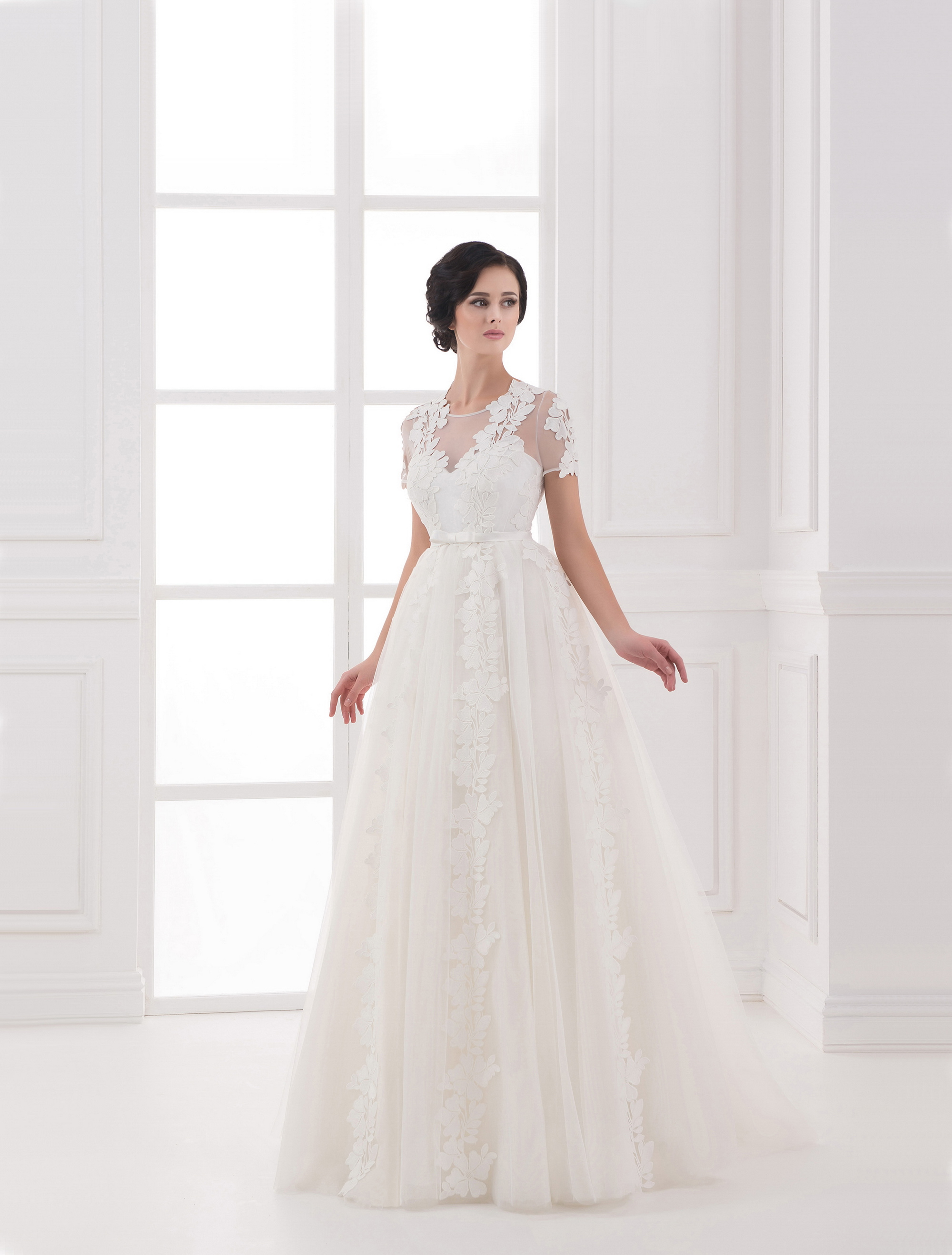https://voloca-wedding-dresses.com/images/stories/virtuemart/product/VWD_IP_12_a.jpg