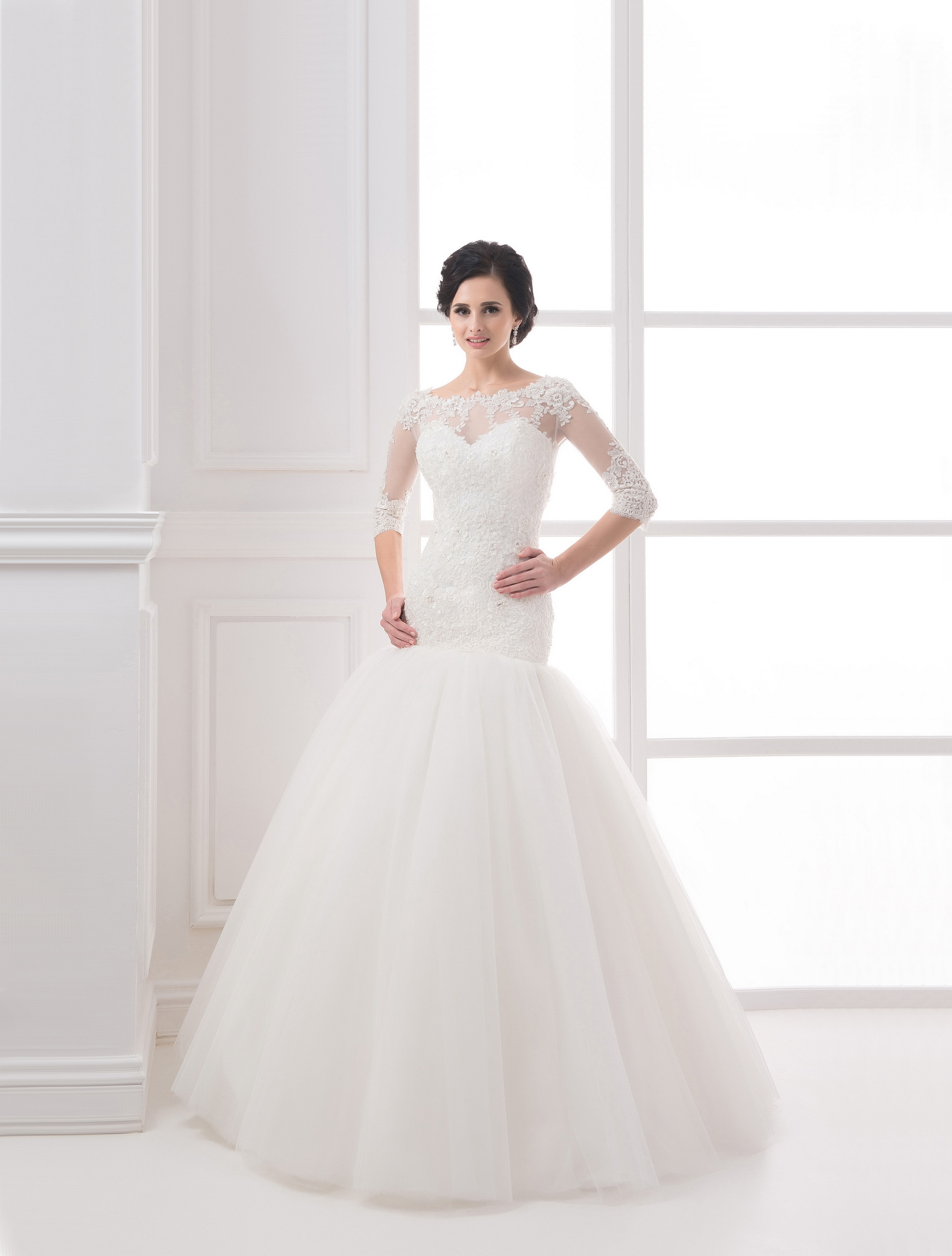 https://voloca-wedding-dresses.com/images/stories/virtuemart/product/VWD_IP_14_a.jpg