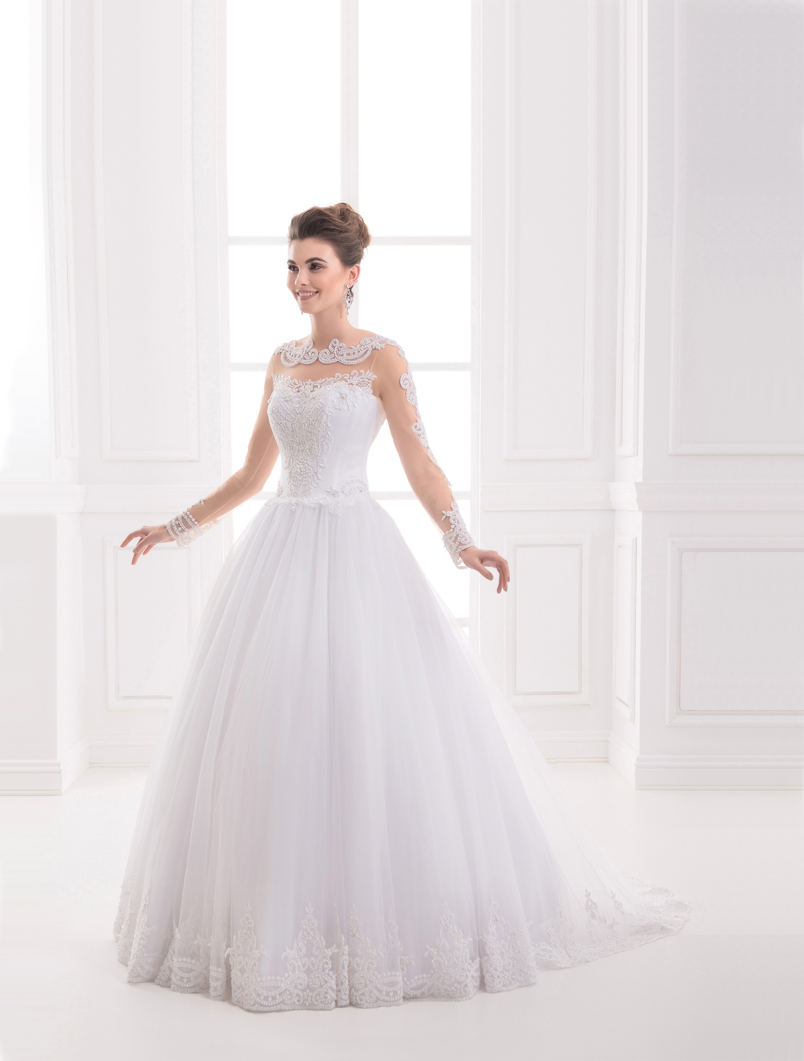 https://voloca-wedding-dresses.com/images/stories/virtuemart/product/VWD_IP_15_a64.jpg