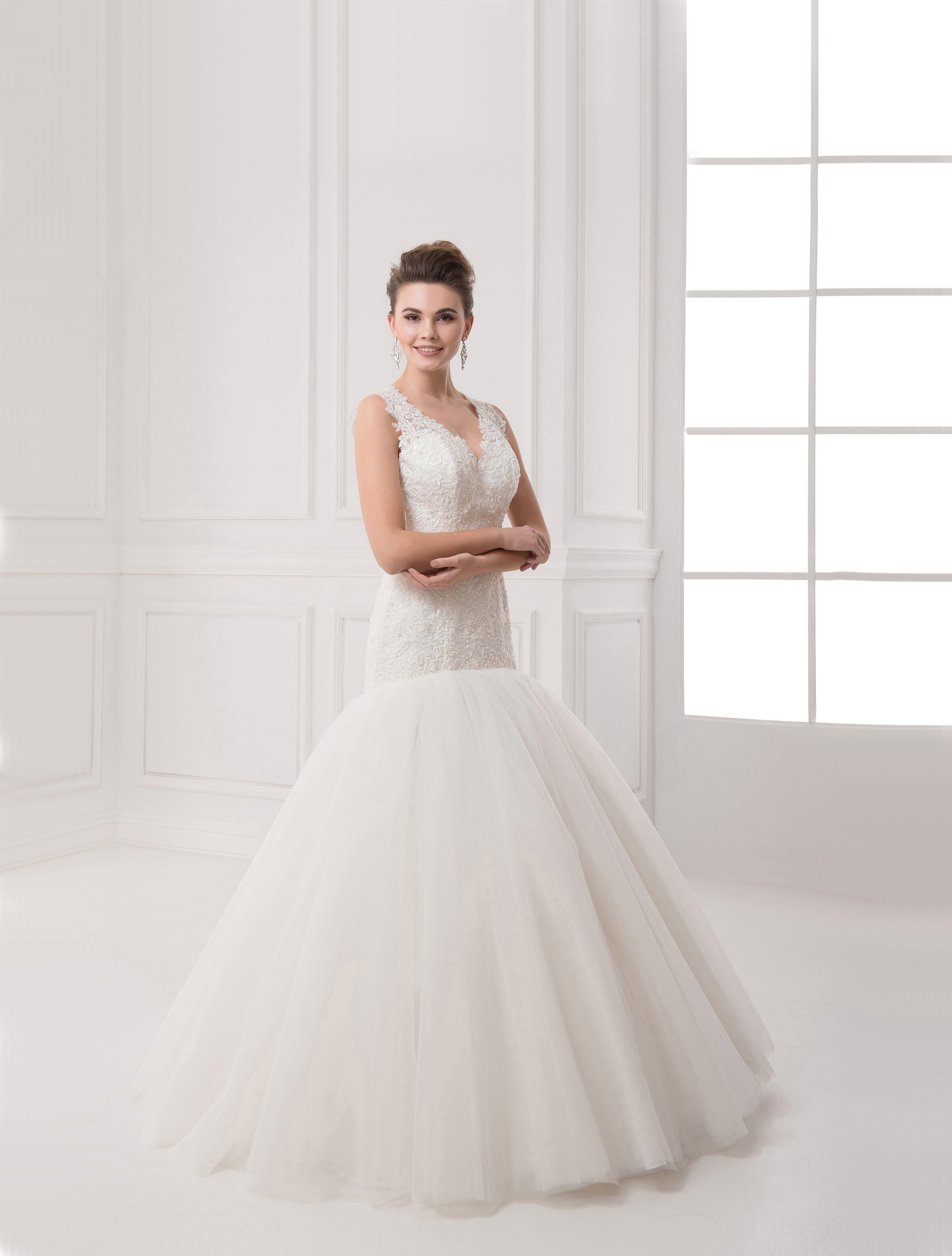 https://voloca-wedding-dresses.com/images/stories/virtuemart/product/VWD_IP_22_a76.jpg