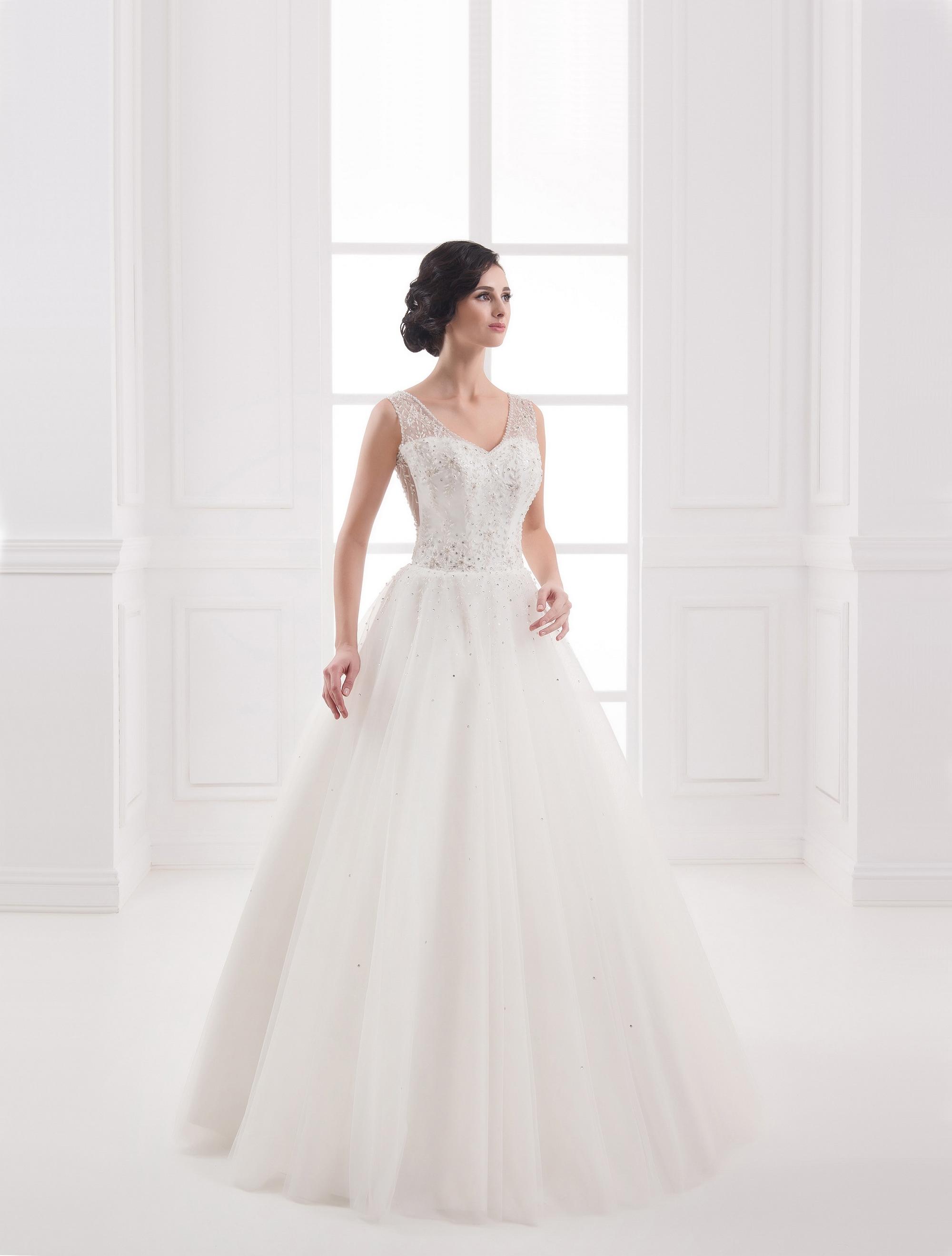 https://voloca-wedding-dresses.com/images/stories/virtuemart/product/VWD_IP_25_a.jpg