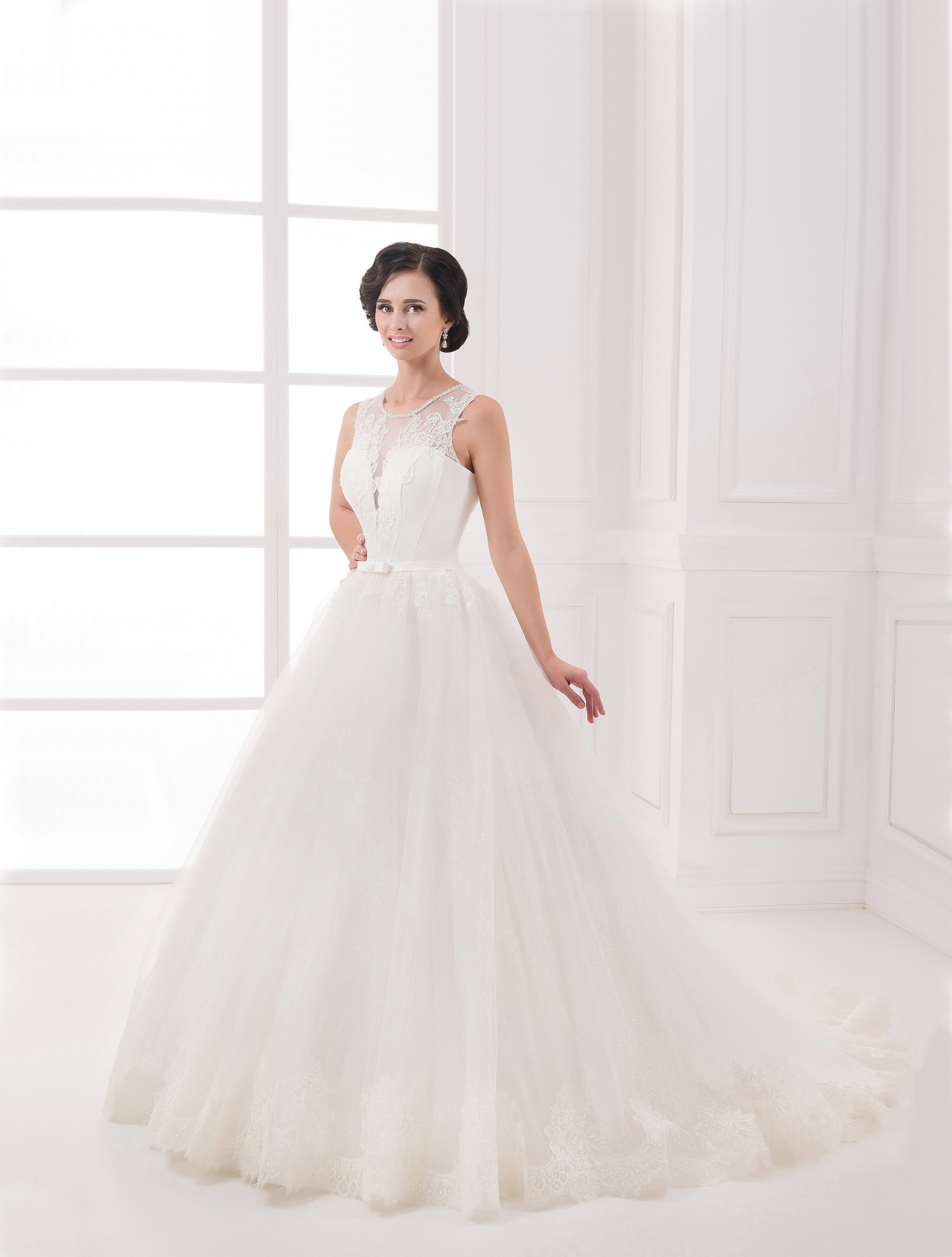 https://voloca-wedding-dresses.com/images/stories/virtuemart/product/VWD_IP_31_a.jpg