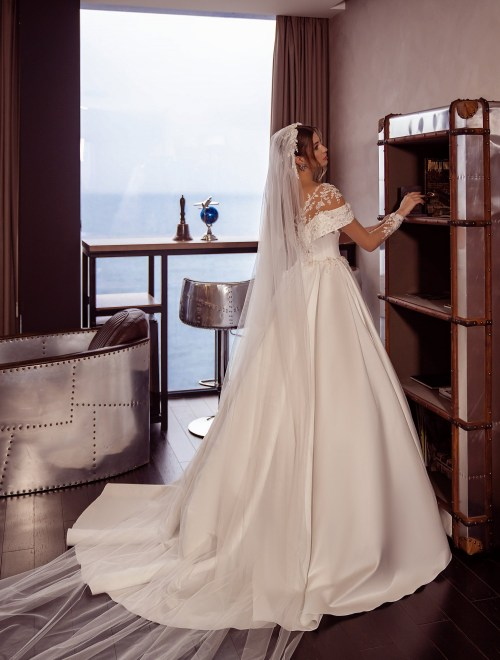 https://voloca-wedding-dresses.com/images/stories/virtuemart/product/VWD-SL08       (5).jpg
