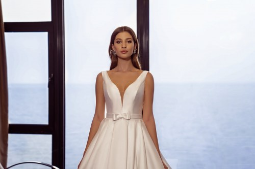 https://voloca-wedding-dresses.com/images/stories/virtuemart/product/VWD-SL24       (2).jpg