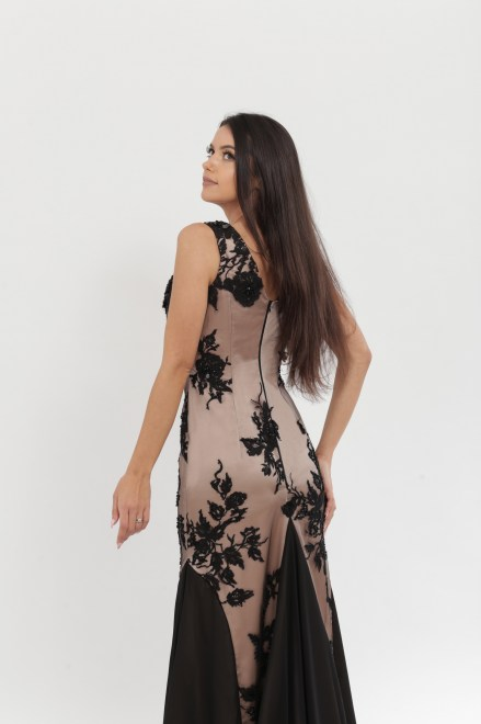 https://voloca-wedding-dresses.com/images/stories/virtuemart/product/VWD_DV_15_b.jpg