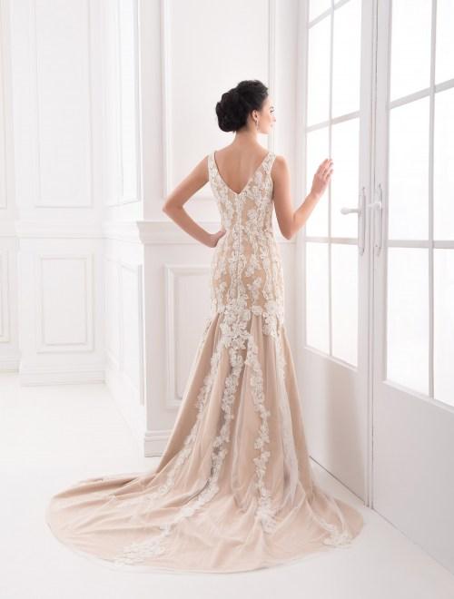 https://voloca-wedding-dresses.com/images/stories/virtuemart/product/VWD_FN_27_c.jpg