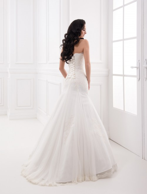 https://voloca-wedding-dresses.com/images/stories/virtuemart/product/VWD_FN_31_c.jpg