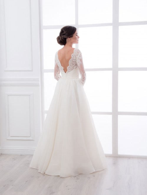 https://voloca-wedding-dresses.com/images/stories/virtuemart/product/VWD_IM_08_c91.jpg