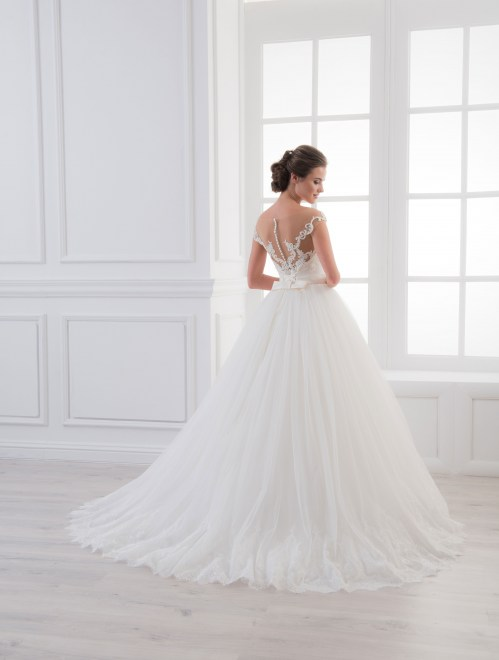 https://voloca-wedding-dresses.com/images/stories/virtuemart/product/VWD_IM_26_c26.jpg