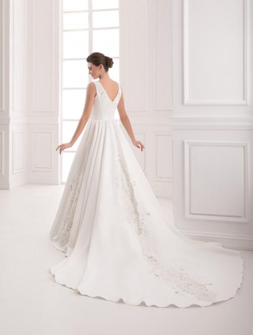 https://voloca-wedding-dresses.com/images/stories/virtuemart/product/VWD_IP_01_c61.jpg