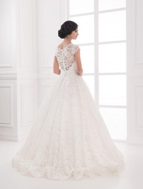 https://voloca-wedding-dresses.com/images/stories/virtuemart/product/VWD_IP_03_c.jpg