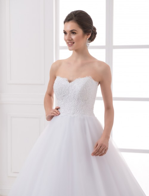 https://voloca-wedding-dresses.com/images/stories/virtuemart/product/VWD_IP_04_b.jpg