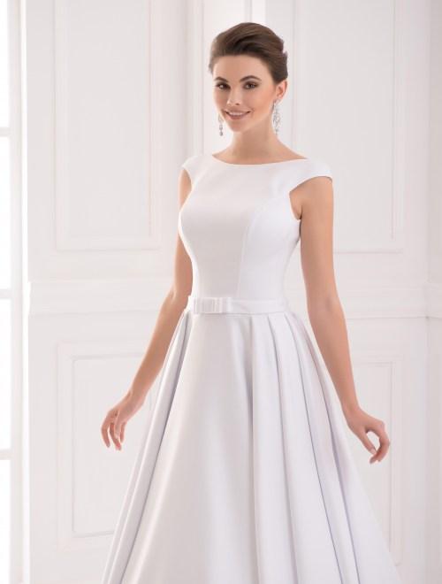 https://voloca-wedding-dresses.com/images/stories/virtuemart/product/VWD_IP_05_b74.jpg