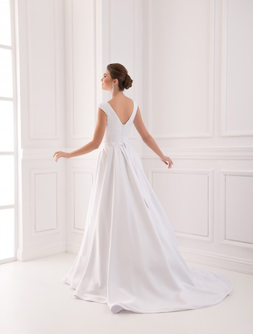 https://voloca-wedding-dresses.com/images/stories/virtuemart/product/VWD_IP_05_c66.jpg