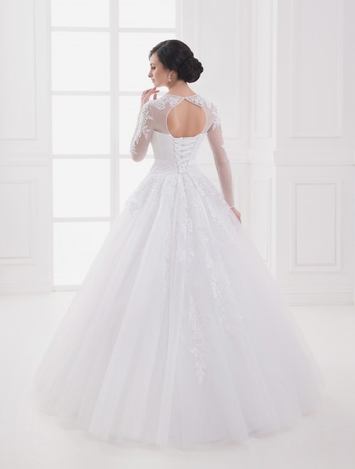 https://voloca-wedding-dresses.com/images/stories/virtuemart/product/VWD_IP_09_c.jpg