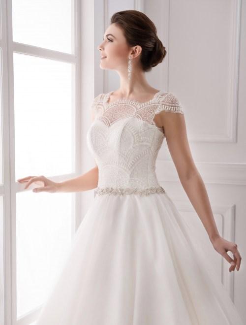 https://voloca-wedding-dresses.com/images/stories/virtuemart/product/VWD_IP_16_b31.jpg