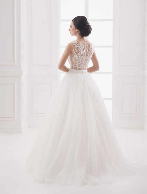 https://voloca-wedding-dresses.com/images/stories/virtuemart/product/VWD_IP_19_c.jpg