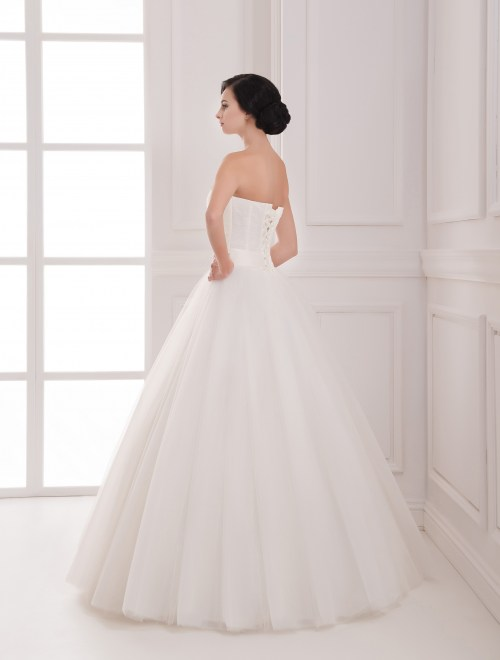 https://voloca-wedding-dresses.com/images/stories/virtuemart/product/VWD_IP_20_c.jpg