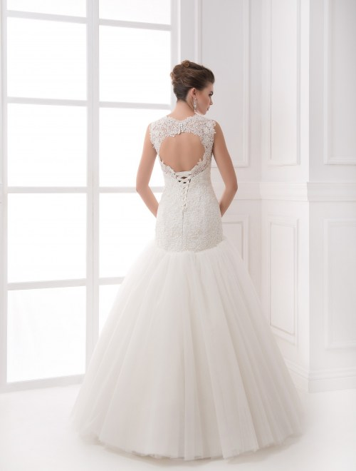 https://voloca-wedding-dresses.com/images/stories/virtuemart/product/VWD_IP_22_c.jpg