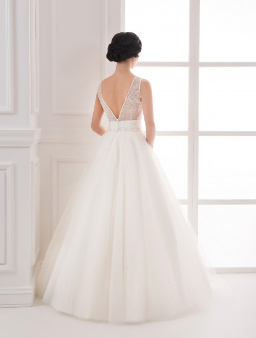 https://voloca-wedding-dresses.com/images/stories/virtuemart/product/VWD_IP_25_c.jpg