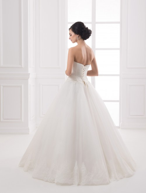 https://voloca-wedding-dresses.com/images/stories/virtuemart/product/VWD_IP_26_c80.jpg