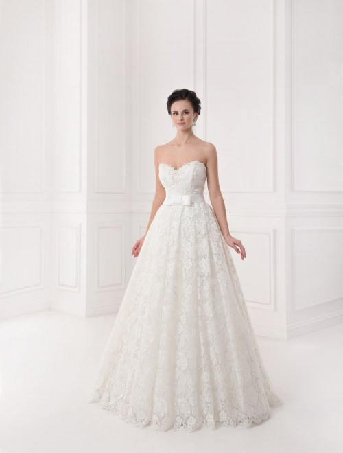 https://voloca-wedding-dresses.com/images/stories/virtuemart/product/VWD_IP_30_a.jpg