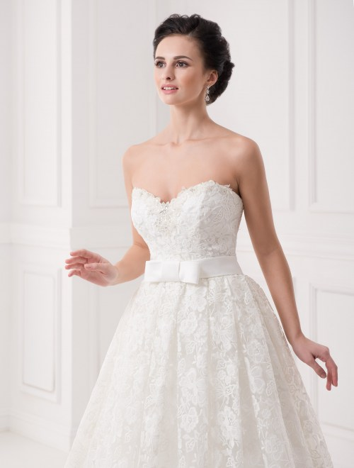 https://voloca-wedding-dresses.com/images/stories/virtuemart/product/VWD_IP_30_b.jpg
