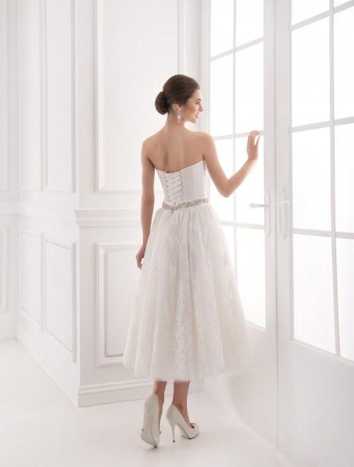 https://voloca-wedding-dresses.com/images/stories/virtuemart/product/VWD_IP_33_c.jpg