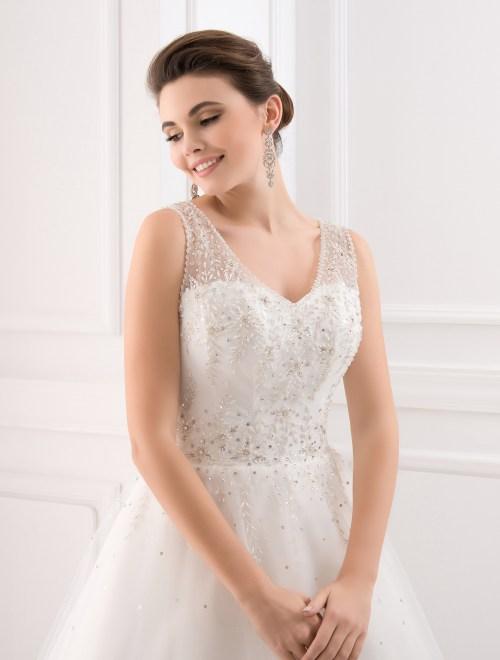 https://voloca-wedding-dresses.com/images/stories/virtuemart/product/VWD_IP_36_b.jpg